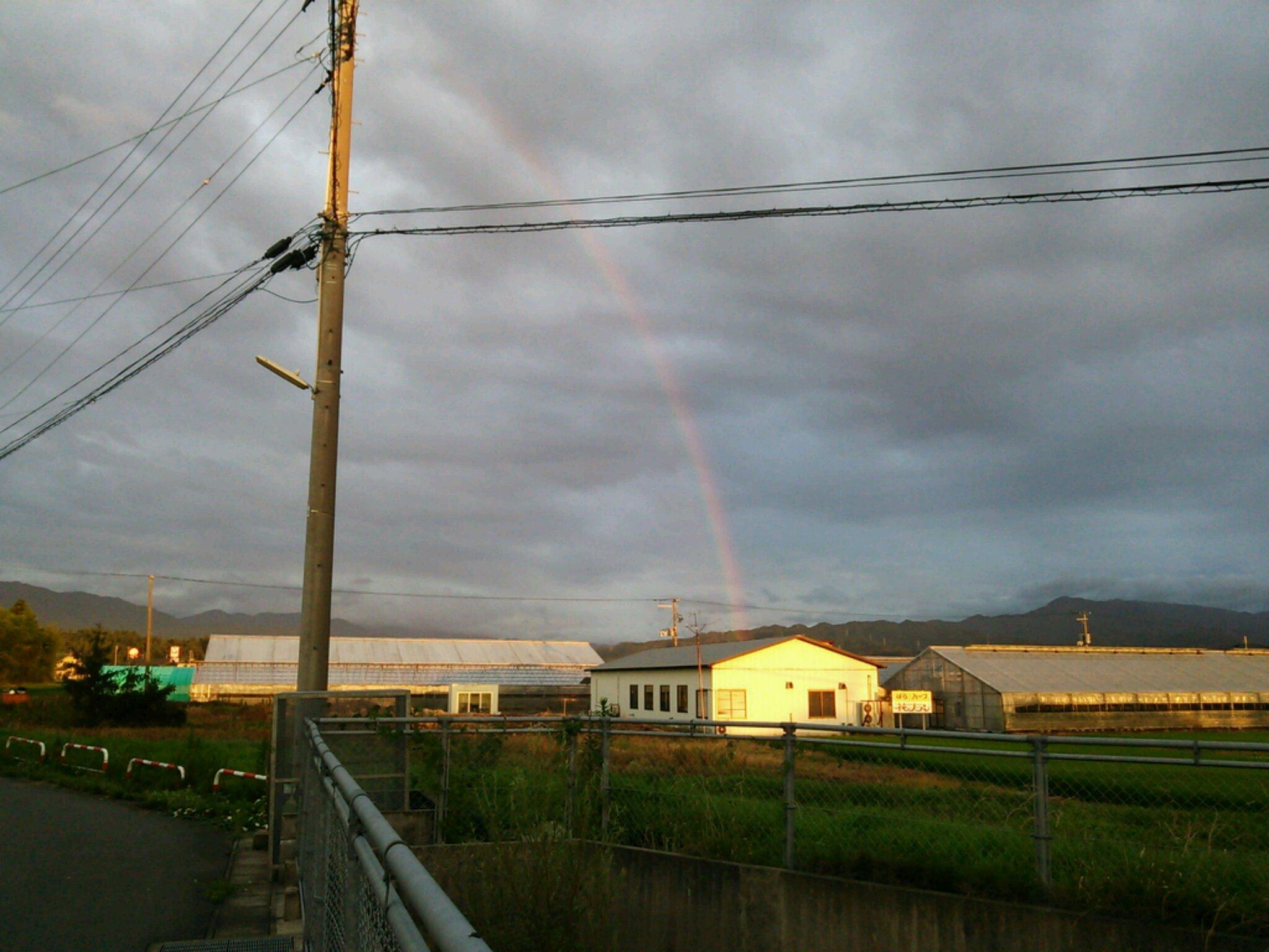 虹のふもとにある世界